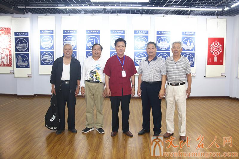 左起:盖可爱、、黄忠、虞建生、王敬法