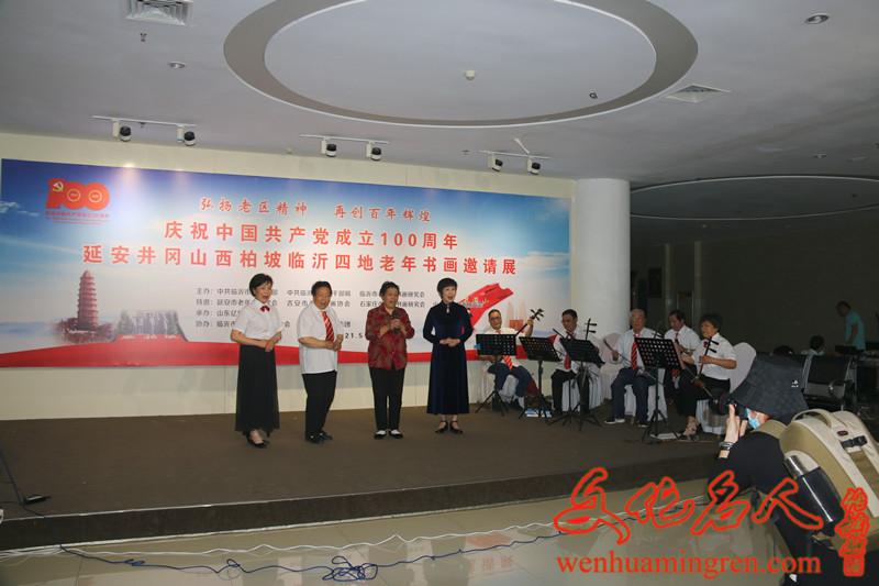 开幕式前各地老年书画协会带来了丰富多彩的文艺表演